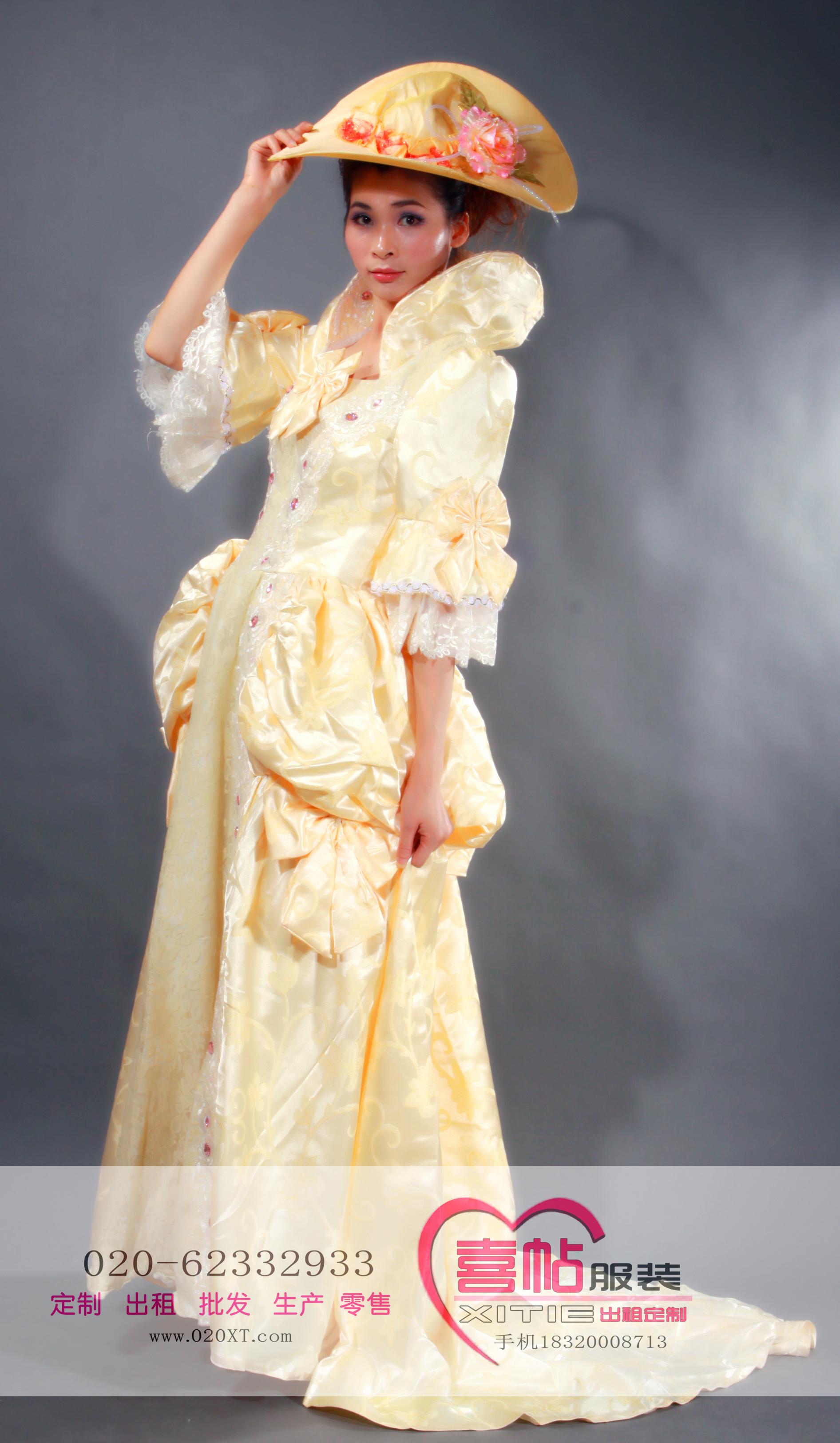 金色拖尾华丽版女欧洲宫廷服 国外服装出租 欧洲女宫廷装租赁