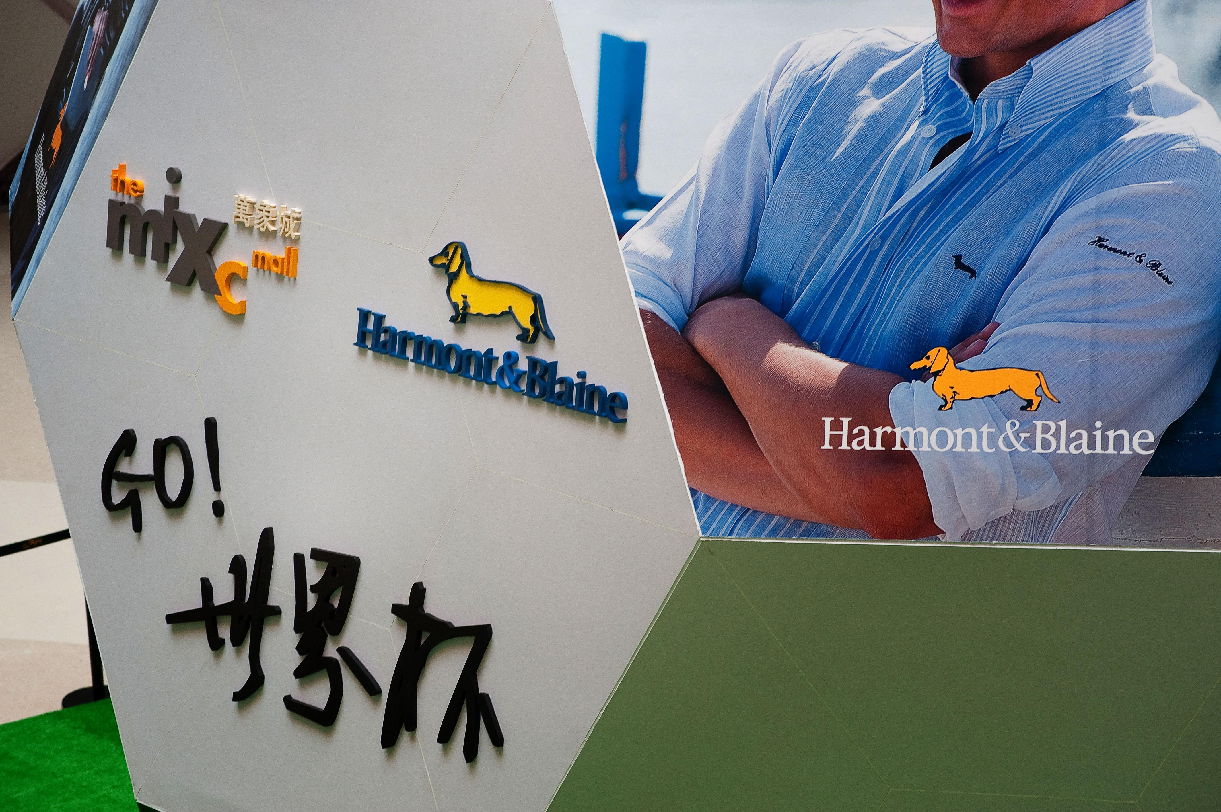 2010 H&B FASHION DISPLAY