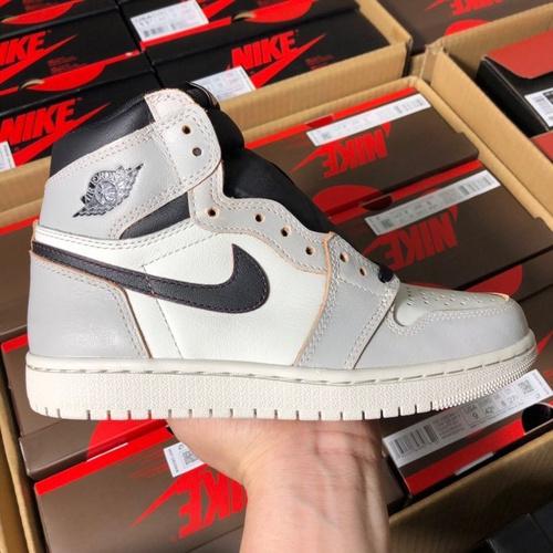 "aj1白灰刮刮乐女鞋 Nike SB x Air Jordan 1 Retro High OG ""Light Bone"" 鞋面可刮开 白黑刮刮乐配色 CD6578-006_ljr与纯原版本的区别"