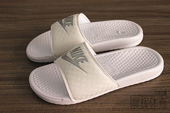 (货齐)(正标)qq红包秒抢软件Nike Benassi JDI Slide 权志龙白灰 男女拖鞋 343881-102