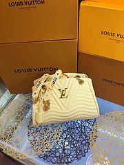 LouisVuitton最新绣花爆款手提包