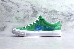 匡威嘻哈歌手TTC联名小花麂皮硫化板鞋TTC联名稀有配色来袭CreatorxConverseOneStarOxGolfLeFleur硫化麂皮板鞋系列延续了上回合作的设计风