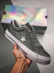 匡威ConverseOneStar硫化皮革休闲运动板鞋全鞋身采用超纤反光材质夜魔3M反光附赠反光鞋带尺码3544带半码DEMON来自西方的夜魔侠全鞋身采用的是Micro