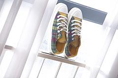 匡威格纹控Converse70s全新TwistedPrep撞色格子系列来了该系列采用三款采用黑灰蓝红黄绿不规则撞色格纹设计彰显系列主题没有规则没有定义同时鞋舌采用优质麋皮