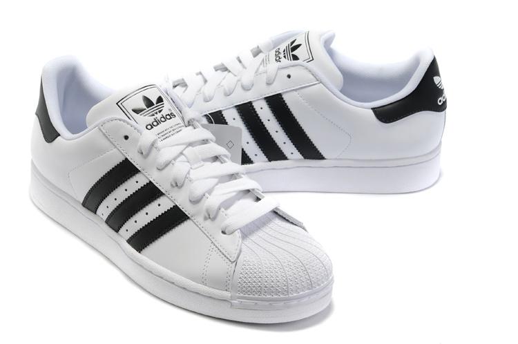 我在2009年4月5日买了双阿迪鞋,穿的时候发现一只鞋底有声