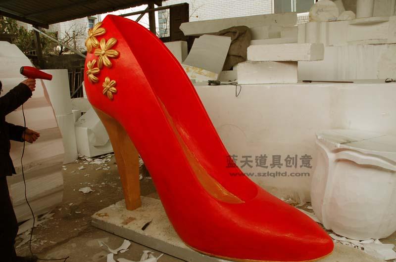 名称:泡沫雕塑鞋子.制作材料:泡沫.使用领域:杭州橱窗.制作日期:2012.