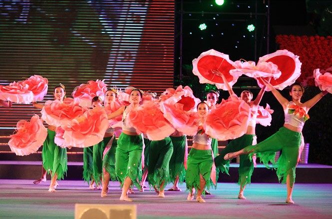 舞蹈道具玫瑰花