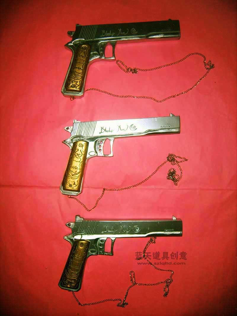 名称:cso道具手枪.制作材料:木.使用领域:cos秀.制作日期:2007.