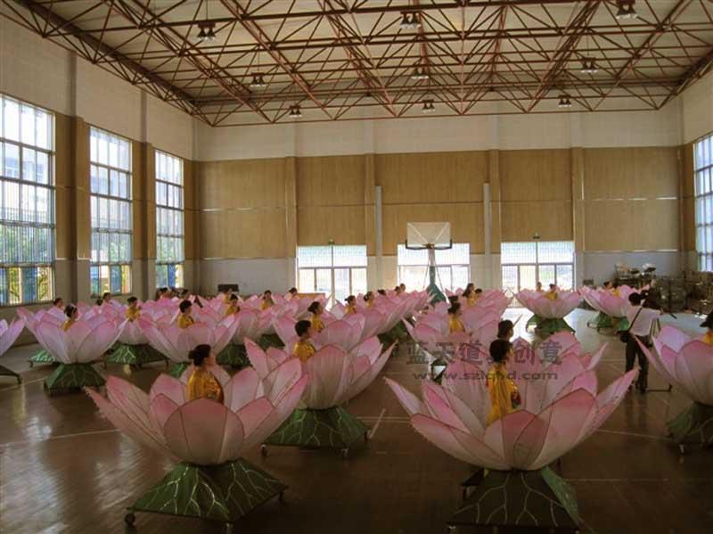 名称:舞美道具荷花.制作材料:复合材料.使用领域:杭州广场演出.制作日期:2010.