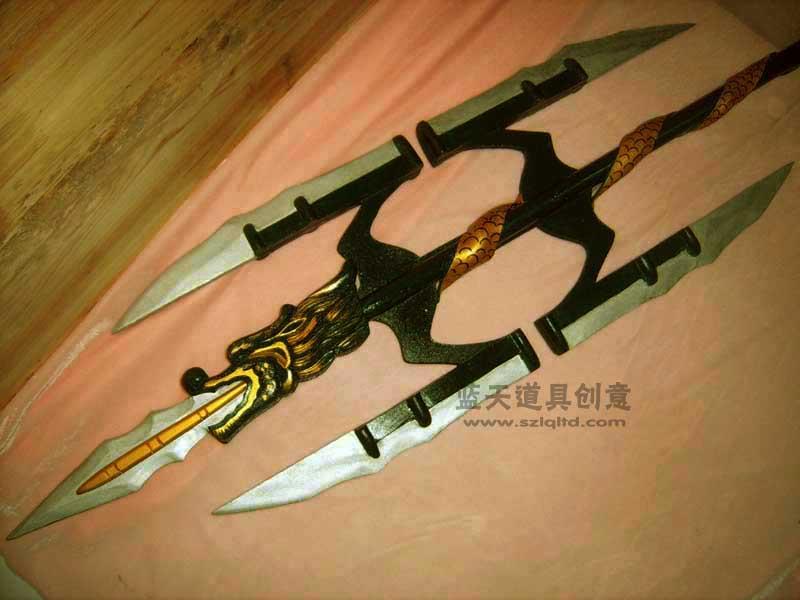 名称:cso道具手刀.制作材料:木.使用领域:cos秀.制作日期:2007.