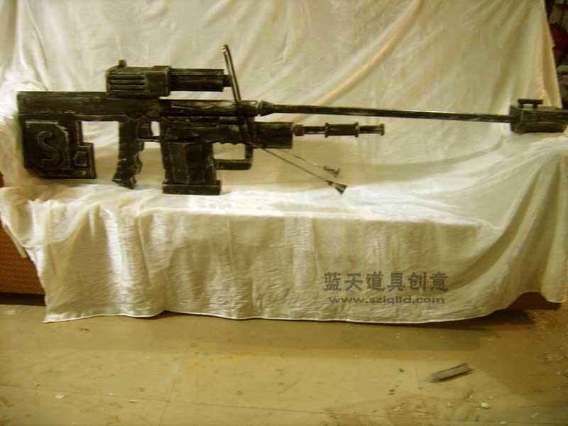 名称:cso道具机枪枪.制作材料:木.使用领域:cos秀.制作日期:2007.