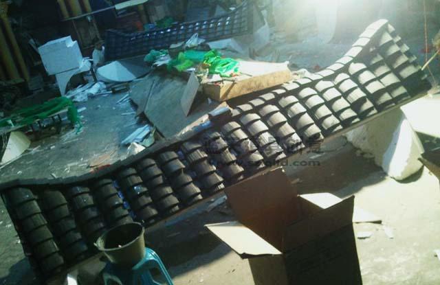 名称:场景布置道具仿真屋顶.制作材料:泡沫.使用领域:杭州西湖.制作日期:2011.
