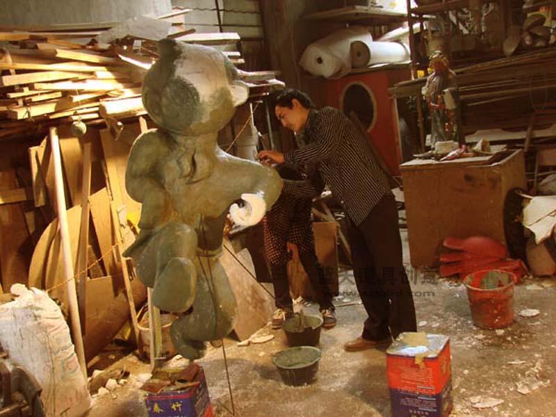 名称:杭州动漫节吉祥物泡沫雕塑.制作材料:玻璃钢.使用领域:杭州滨江街道.制作日期:2009.