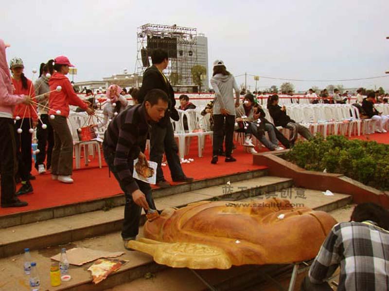 名称:泡沫脸谱雕塑.制作材料:泡沫.使用领域:上栗文化节.制作日期:2010.