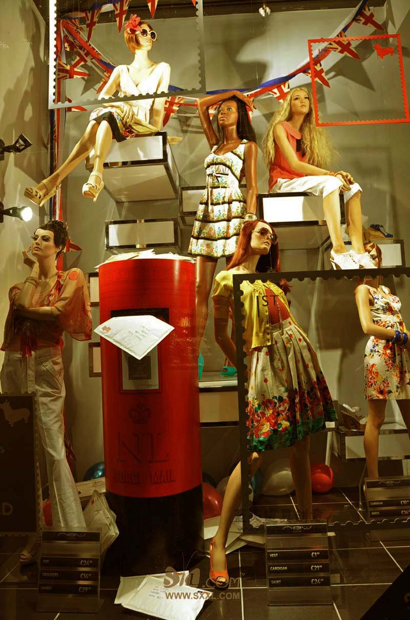 名称:橱窗置景道具.制作材料:玻璃钢.使用领域:杭州服装店.制作日期:2010.