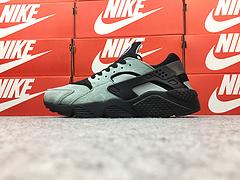 亚博集团华莱士一代华莱士1代 猪吧革系列 Nike Air Hurache Prm 黑灰绿 704830-301