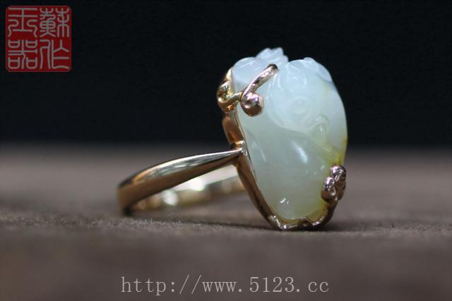 定制的金镶玉小貔貅戒指 和田美玉