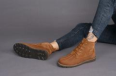 UGG 1566新款贝克汉姆系列 男款短靴 绒面巧色 39-4414 尺码39-44,防水全粒面皮革和翻毛皮鞋面,严密缝合结构设计,更具功能性