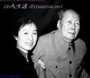 2011年11月12日,历史学家章立凡在财新峰会上批评中国现行教育体图片