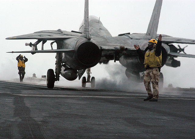 F-14雄猫战斗机-在航母甲板上