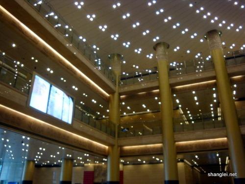 山东省博物馆是一个三层的建筑