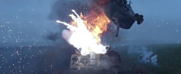 虎式坦克的火炮掀翻谢尔曼的炮塔