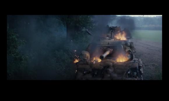 中弹起火的谢尔曼坦克