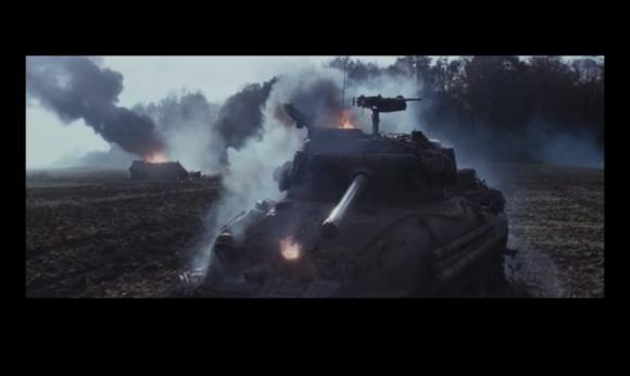 虎式坦克的火炮洞穿希尔曼德前装甲-注意那个着火的圆洞
