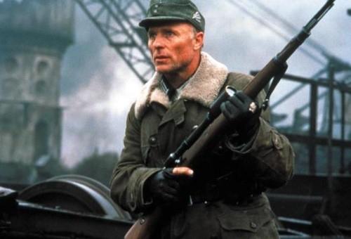 电影《兵临城下》里德军狙击学校校长康尼格上校