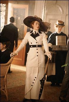 《泰坦尼克号》中Rose佩戴的帽子和服装