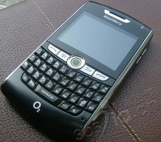 黑莓8800-正面