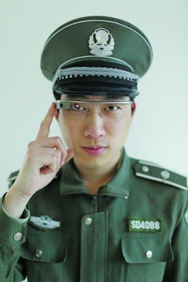 城管佩戴Google Glass执法