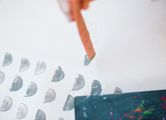 DIY:用蔬菜切面拓印的礼品包装纸