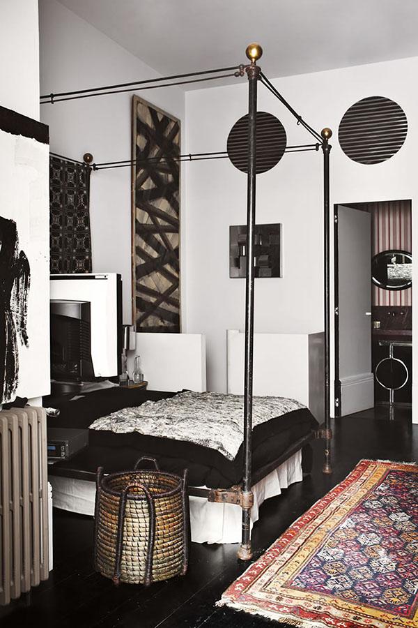 西班牙古董商和室内设计师洛伦佐的修道院艺术公寓