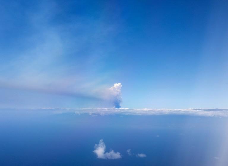 西班牙火山持续喷发