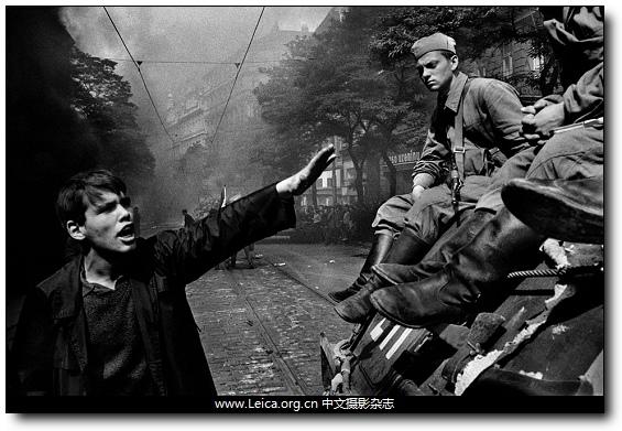 『沙龙国际画册』Josef Koudelka,布拉格之春,《Invasion 68: Prague》