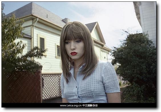 『摄影师访谈』Lise Sarfati,女性肖像