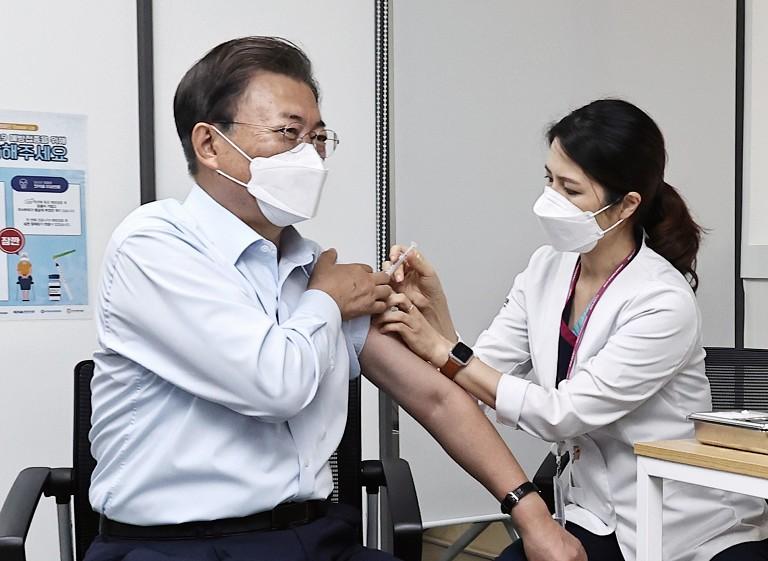文在寅接种第3剂疫苗