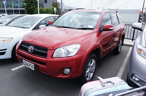 新西兰自驾用的车,红色RAV4