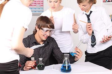 欧美化学实验室学生