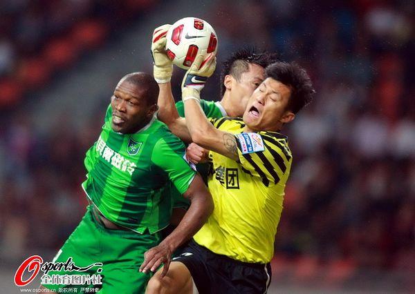 2011年中超第25轮:杭州绿城0-0陕西浐灞
