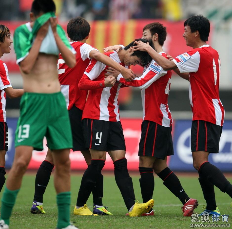 2011年中超第28轮:成都谢菲联2-0杭州绿城