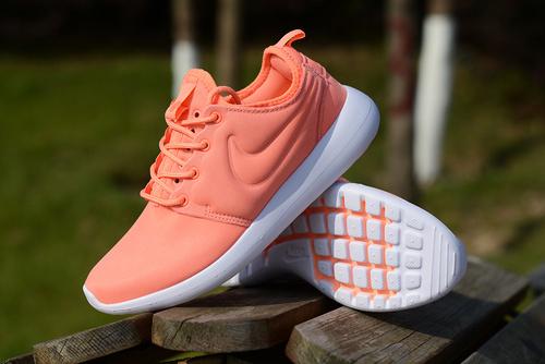Nike Roshe Two 奥运伦敦2代 小Run 官方同步上市 桔红36-39免费代理,支持货到付款或淘宝交易