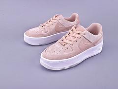 Nike Air Force 1 SAGE LOW LX 货号:AR5339-201亚博集团 空军低帮 轻量化厚底板鞋14位最优秀的女设计师!