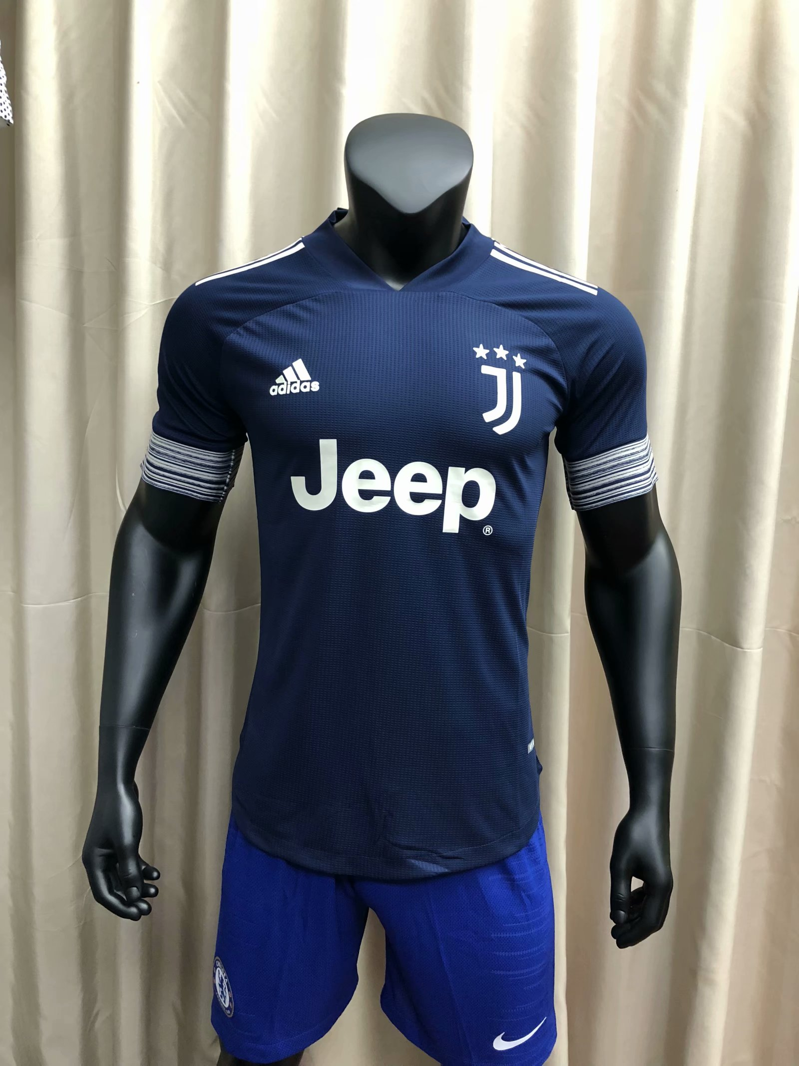 20-21-juventus-away-player-jersey-772.jpg