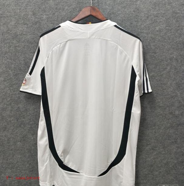 2006-germany-home-football-retro-jersey-2.jpg