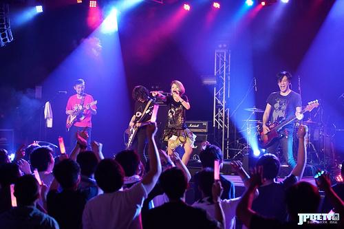 """红蓝交织的东方摇滚夜,""""岸田教団&the明星ロケッツ SPECIAL HONG KONG LIVE"""""""