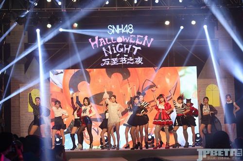"""青涩SHOW场T台初上,SNH48集体走秀""""风尚神七""""诞生"""