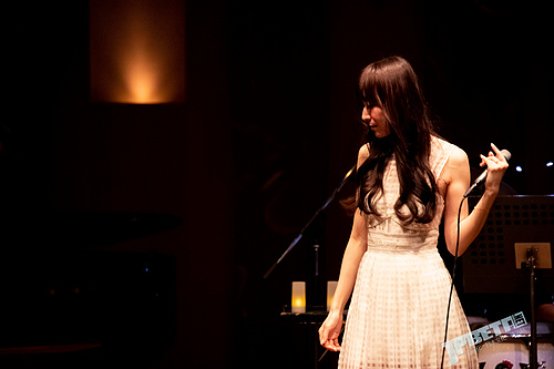 """与ChouCho一起沉浸美妙音乐in不插电演唱会 ,下一场""""naked garden""""将于5月12日在大坂举办"""
