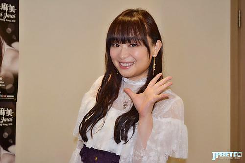 希望以歌声平息痛苦,今井麻美演出前采访